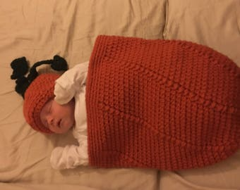 Newborn cocoon and hat