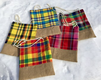 Tote bag lined in Burlap and madras. Sunny and colorful product!