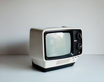 Vintage RCA TV - 1975 White Mid Century Mod Retro, Model AU 097N