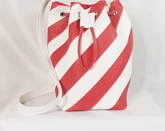 Red and white spiral bucket bag, Bucket Bag, Beach Bag, Boho Bag, Resort Tote, Hobo Tote, Casual Bag, Purse
