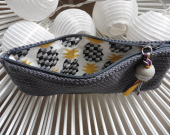 Great pouch for travel in crochet in a grey slate