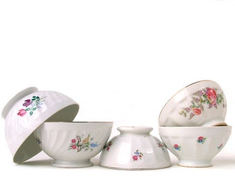 Set  of 5 French vintage mismatched cafe au lait bowls with delicate flowers. Instant collection. Rustic French Country. Shabby chic
