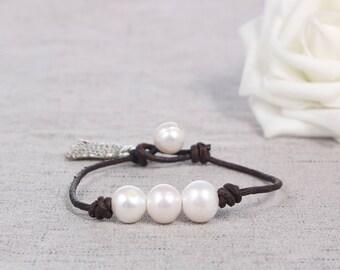 Leather pearl bracelet, Pearl leather bracelet, Pearl bracelet, Leather bracelet, White pearl bracelet, Bridesmaid pearl bracelet