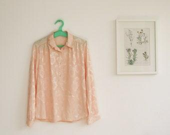 SALE / Vintage 1970s Peach floral buttoned blouse/ Long sleeve blouse/ satin women shirt