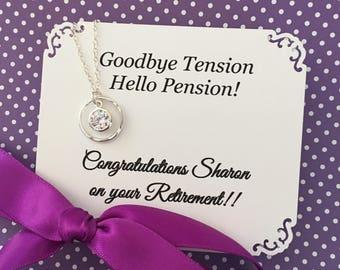 Départ à la retraite cadeau retraite bijoux - CZ étincelant ou perle + carte personnalisée Sterling Silver professeur retraite collier nom w