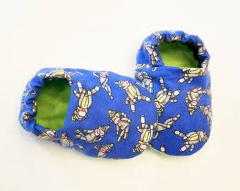 Baby Booties, Baby Gifts, Baby Slippers, Baby Crib Shoes, Baby Moccs, Baby Shoes, Baby Booties,  Baby Slippers, Sock Monkey Baby Slippers