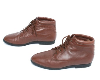 size 7.5 GRUNGE brown leather 80s 90s CHUKKA lace up ankle boots