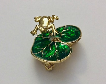 Vintage Small Trembler Pin Brooch Frog on Green Lily Pad Gold Tone