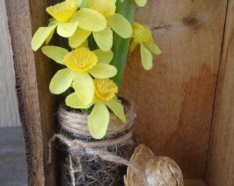 Pallet wood box daffodil floral