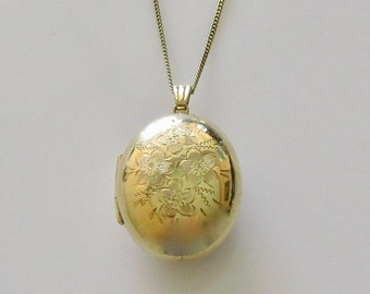 9ct Gold Oval Picture Locket and Chain