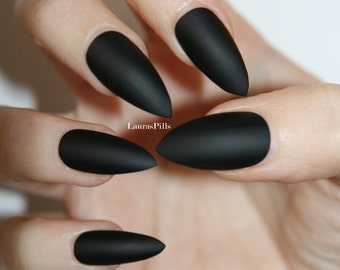 Matte Black Stiletto false nails!