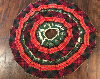 SALE! 50% OFF - Cabin Themed Wilderness Miniature Christmas Tree Skirt - Red / Green