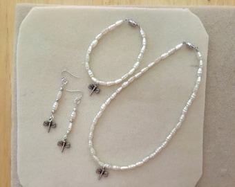 """Ladies or Girls 15"""" Choker, Bracelet and Earrings Set."""