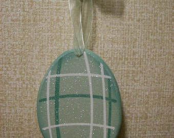 Personalized Wooden Easter Egg in Green, Easter Basket Decor, Gift Tag, Easter Egg Ornament, Accessory, Gift for Grandma, Mom, Sister, Aunt