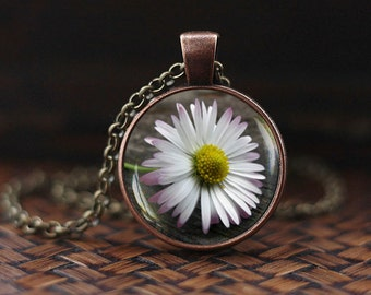 Daisy flower Pendant, daisy flower Necklace, Nature jewelry, Botanical necklace, Daisy photo glass dome pendant