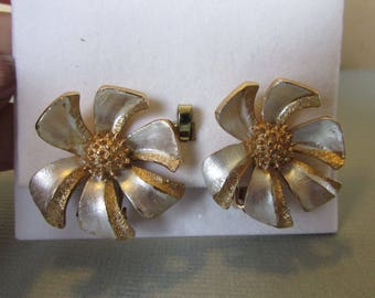 Vintage Earrings, Coro Clip Earrings, Silver Floral Design, Gold Tone Center, Collectible Jewelry