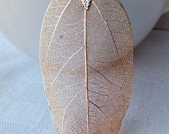 Choker / Torque with leaf pendant gold