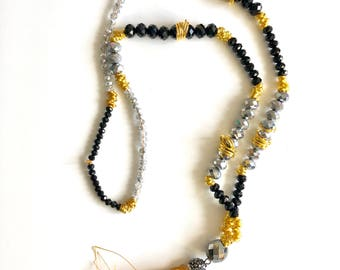Crystal and tassel necklace with glitter