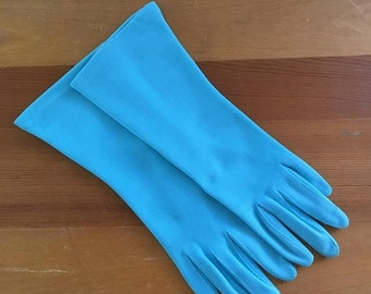 30% Off Sale Vintage Fownes Embraceable Turquoise Wrist Gloves, Never worn, Size Small