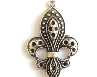 1 pc -Matte Silver Plated Rustic Emballishment charm- 60x40mm-(411-046SP)