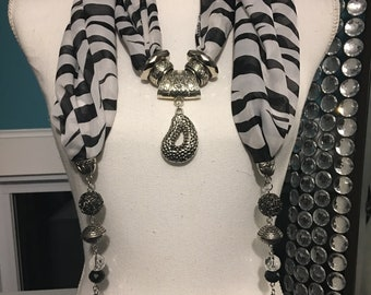 Scarf Necklace - White Tiger