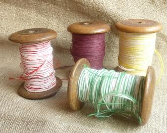 4 antique wood spools * 3/5 cm * colored cotton threads