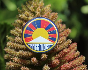 Free Tibet - Pinback or Magnet Button or Badge Reel