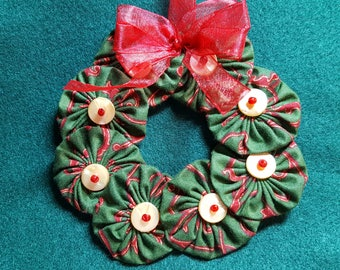 Red Green and Gold YoYo Wreath - Large