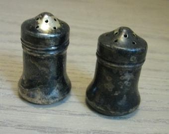 Weidlich Bros Mfg Co Silver Plate Mini Salt & Pepper Shaker  1902-1950