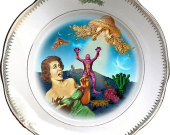 Screaming - Creature - Vintage Porcelain Plate - Collage - #0555