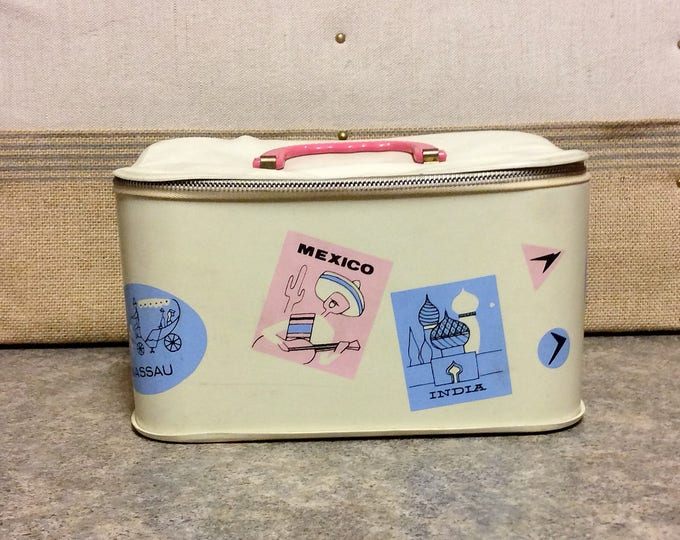 Vintage Little Girls TRAVEL TRAIN CASE Vinyl Doll Case Makeup Case
