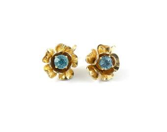 Vintage jewelcraft flower earrings, coro earrings, vintage earrings, blue flower earrings, pretty blue earrings, blue and gold earrings.