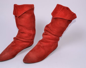 Women's 9 Narrow Bright Red SUEDE SLOUCHY BOOTS// Knee-High Fold Over Pirate//Wonder Woman Super Hero Halloween//