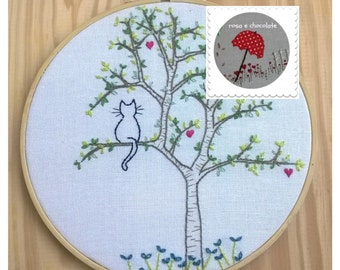 PDF hand embroidery pattern, instant download, needlecraft Design - cat in a tree
