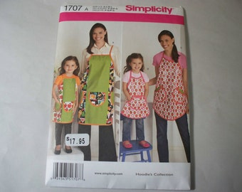 New Simplicity Apron Pattern 1707, Mommy and Me.  (Free US Shipping)