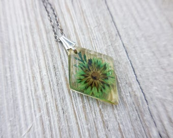 Green Pressed Flower Pendant Necklace, Women's Jewelry, Floral Jewelry, Gift for Green Thumb