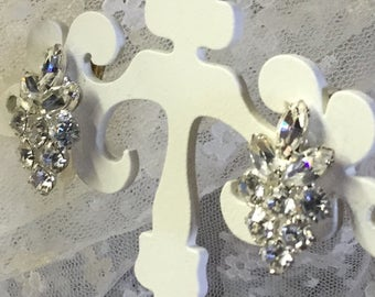 Sparkling Clear Rhinestone Leaf Shaped Earrings 1950's Small Size Silver Tone Metal Clip On Unsigned Very Feminine Ladylike Glamour Chic