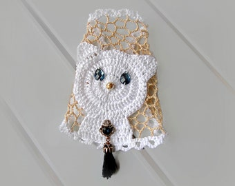 Gothic wedding wrap bracelet White lace cuff Cat Bracelet, Crochet cuff, Animal, Victorian jewelry bracelet Boho Lace Bracelet Wedding cuff
