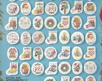 1990er Jahre viktorianischen Schmuck Bucilla gezählt Cross Stitch Kit 83104 Kit für 50 Weihnachten Kreuz Stich Ornamente für Baum, Kranz und vieles mehr