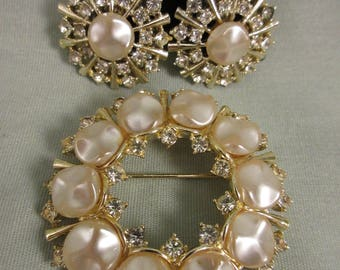 Vintage Signed Art Faux Pearl and Clear Rhinestone Circular pin Brooch Starburst Clip-on Earrings