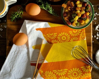 Vintage Pyrex Yellow Daisy Tea Towel, White Cotton Screen Printed Flour Sack Tea Towel, Yellow and Orange Cinderella Bowl Set