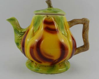Teapot majolica shape of pear St Clement France