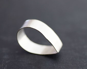 Teardrop Ring - Thick Sterling Band