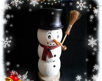 Table Center snowman with Hat and his wooden pipe