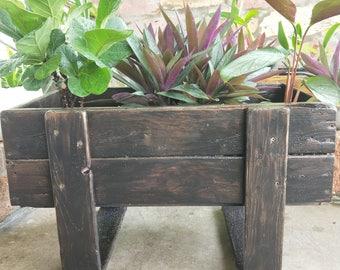 Planter box U-leg design
