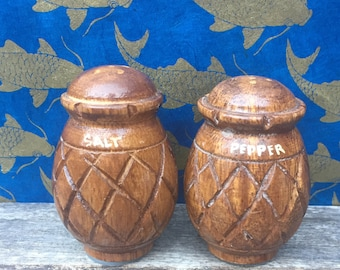 tiki pineapple salt and pepper shakers. Monkeypod wood vintage salt and pepper shakers. Pineapple gift. Tropical decor. Hawaii decor.