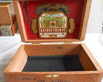 CEDAR CIGAR BOX Vintage Arturo Fuente Short Story Aromatic Keeper, Trapezoid Shape Felt Lined Man Cave Birthday Home Bar Father's Day