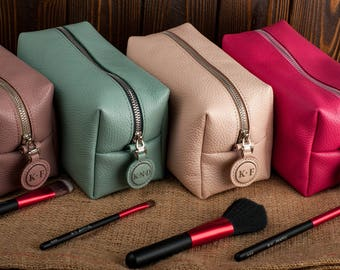 Bridesmaid leather make up bag personalized leather cosmetic bag personalized bridesmaid makeup bag personalized leather toiletry bag