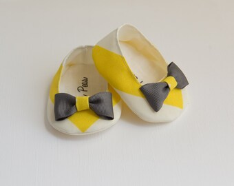 Baby Shoes Baby Girls Shoes Toddler Girls Shoes Soft Sole Shoes Spring Shoes Summer Shoes Chevron Shoes Yellow and Gray Shoes