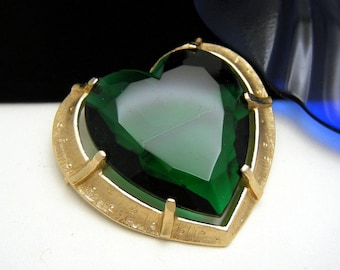 Gorgeous Vintage Green Glass Heart Brooch Gold Tone Frame 1960s